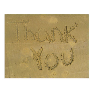 Gracias escrito en la arena tarjeta postal