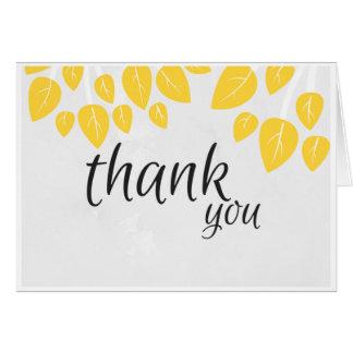 Gracias tarjeta de nota con las hojas amarillas