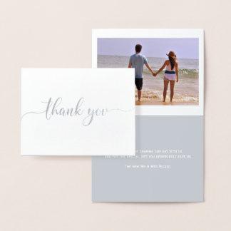 Gracias tipografía tarjeta con relieve metalizado