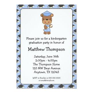 Graduación azul del muchacho del oso del diploma invitación 12,7 x 17,8 cm