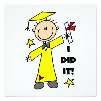 Graduado del muchacho en casquillo y vestido invitación 13,3 cm x 13,3cm