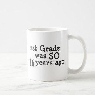 Graduado divertido de la universidad de la taza clásica