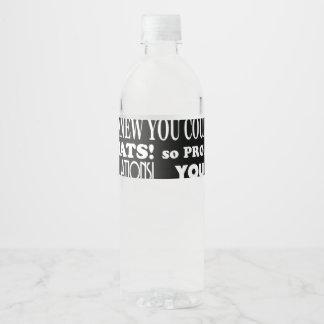Graduado usted lo hizo blanco y negro etiqueta para botella de agua