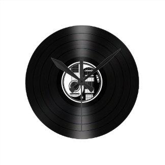 Gráfico blanco y negro del vinilo de las guitarras reloj redondo mediano