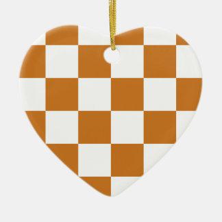 Grande a cuadros - blanco y ocre adorno de cerámica en forma de corazón