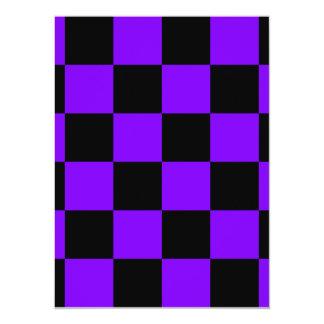 Grande a cuadros - negro y violeta invitación 13,9 x 19,0 cm