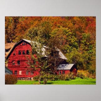 Granero rojo en otoño póster