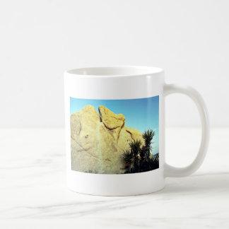 Granito Boulder y yuca joven Taza De Café