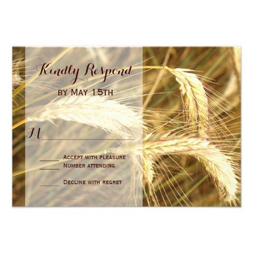Granja rústica del campo de trigo del país que comunicado personal