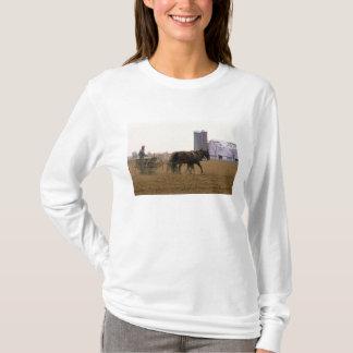 Granjero de Amish que usa un plantador traído por Camiseta