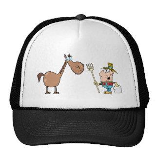 Granjero de sexo masculino con el caballo gorros bordados