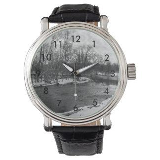 Grayscale de James River de la belleza de la nieve Reloj
