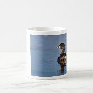 Grebe cargado en cuenta de varios colores taza de café
