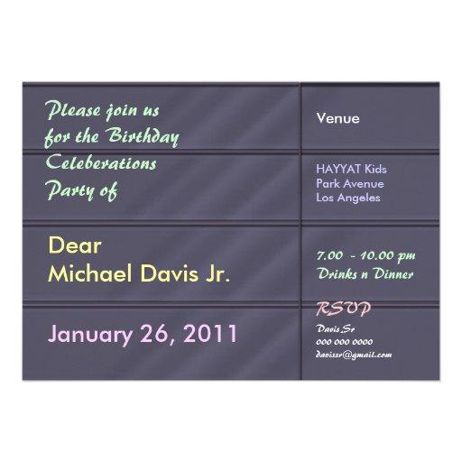 Gris azul de lujo del satén con el texto de la mue invitacion personalizada