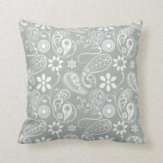 Gris de ceniza; Paisley gris Cojín Decorativo