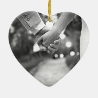 Groom holding hands with bride black and white adorno navideño de cerámica en forma de corazón