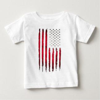 Grunge del rojo de la bandera americana camiseta de bebé