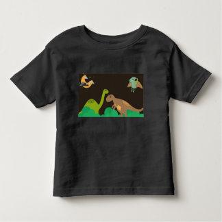 Grupo de camisa linda del negro del niño de los