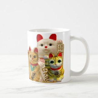 Grupo japonés de los gatos de la buena suerte del taza de café