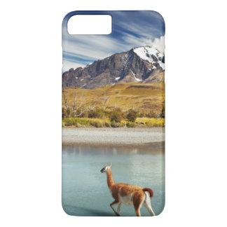 Guanaco que cruza el río en Torres del Paine Funda iPhone 7 Plus