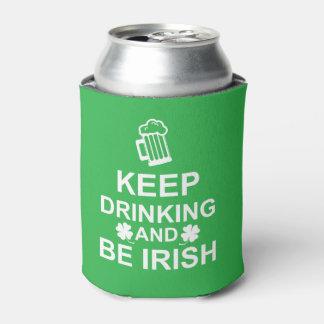 Guarde el beber y sea neverita de bebidas irlandés