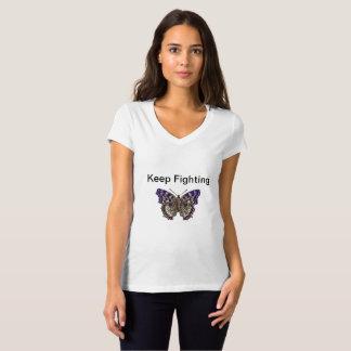 Guarde el luchar de la camiseta con cuello de pico
