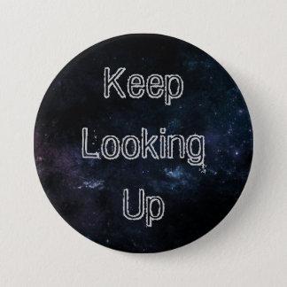 """""""Guarde el mirar para arriba"""" del botón III"""