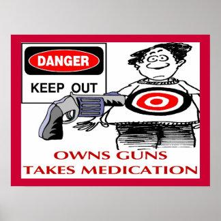 Guarde hacia fuera posee los armas impresiones