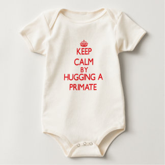 Guarde la calma abrazando a un primate body de bebé