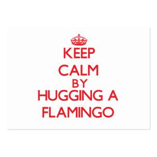 Guarde la calma abrazando un flamenco tarjeta de negocio