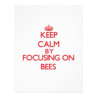 Guarde la calma centrándose en abejas tarjetón