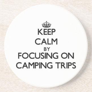 Guarde la calma centrándose en acampadas posavaso para bebida