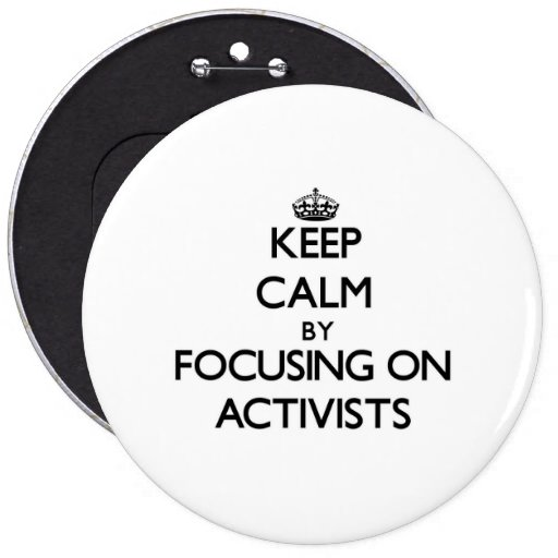 Guarde la calma centrándose en activistas pin