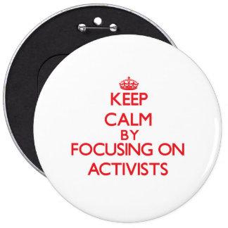 Guarde la calma centrándose en activistas pins