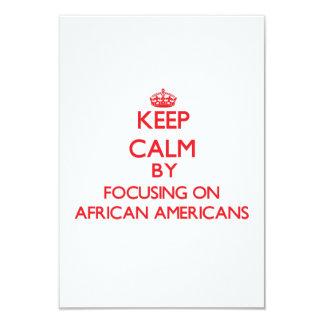 Guarde la calma centrándose en afroamericanos invitación 8,9 x 12,7 cm