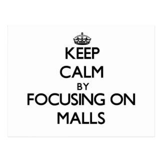 Guarde la calma centrándose en alamedas tarjeta postal