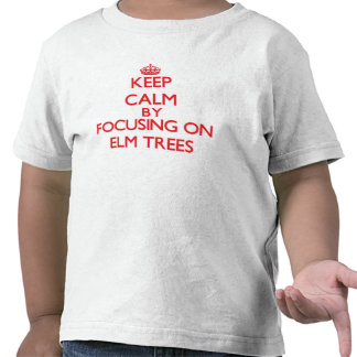 Guarde la calma centrándose en ÁRBOLES de OLMO Camiseta