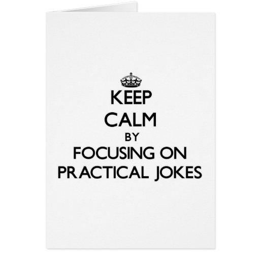 Guarde la calma centrándose en bromas felicitación