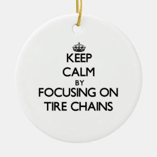 Guarde la calma centrándose en cadenas de neumátic ornato