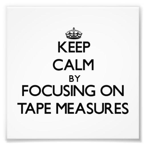 Guarde la calma centrándose en cintas métricas foto