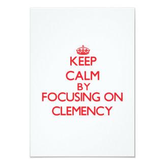 Guarde la calma centrándose en clemencia invitación 8,9 x 12,7 cm