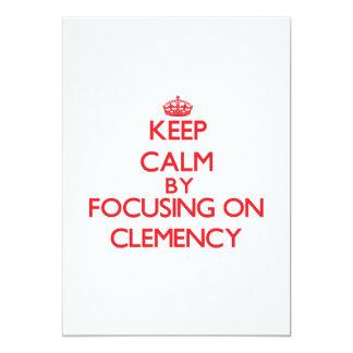 Guarde la calma centrándose en clemencia invitación 12,7 x 17,8 cm