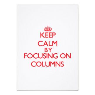 Guarde la calma centrándose en columnas invitaciones personales