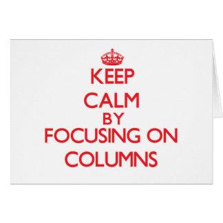 Guarde la calma centrándose en columnas tarjeton