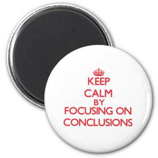 Guarde la calma centrándose en conclusiones imán de nevera