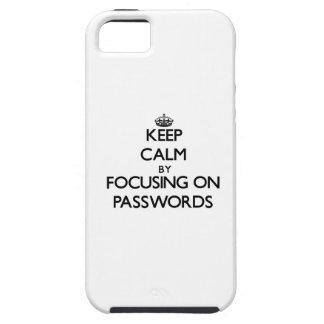 Guarde la calma centrándose en contraseñas iPhone 5 cobertura