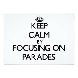 Guarde la calma centrándose en desfiles invitación