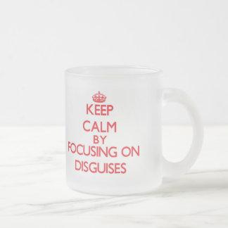 Guarde la calma centrándose en disfraces taza de café