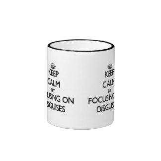 Guarde la calma centrándose en disfraces tazas de café