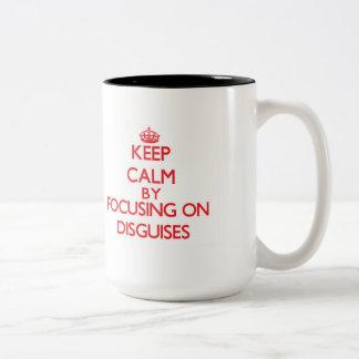 Guarde la calma centrándose en disfraces taza